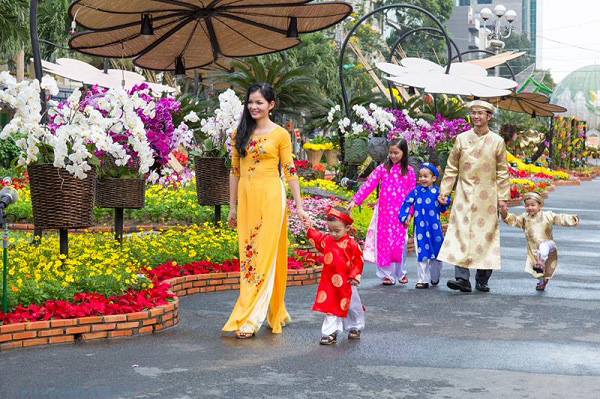 Du xuân thưởng trà đầu năm mới - Nét đẹp văn hóa của người Việt