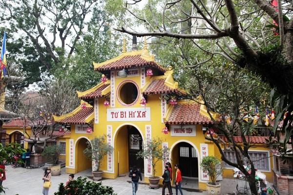 Những ngôi chùa nổi tiếng linh thiêng tại Hà Nội để cầu may năm mới