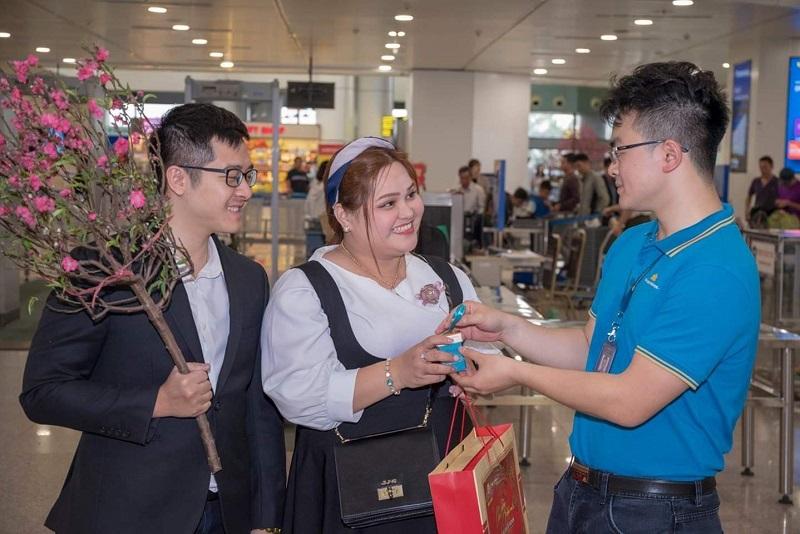 Bánh cốm phủ dừa Bảo Minh tự hào làm người bạn đồng hành cùng Sen Vàng Vietnam Airlines